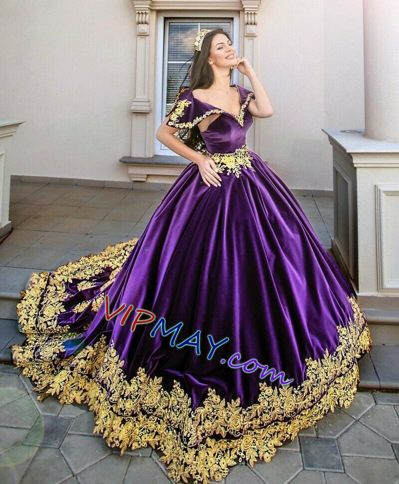 purple quinceanera dress,velvet quinceanera dress,v neckline quinceanera dress with sleeves,sexy princess lace quinceanera dress,vintage lace quinceanera dress,