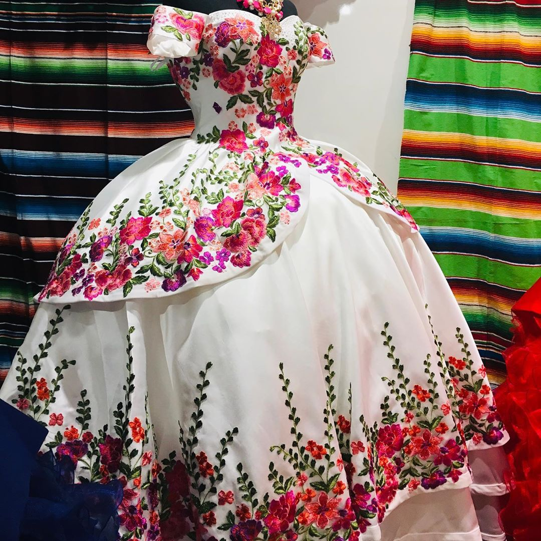 quinceanera dress estilo charro,charro quinceanera dress for sale,mexican quinceanera charro dress,floral embroidery quinceanera dress,satin quinceanera dress,embroidered quinceanera dress,off the shoulder quinceanera dress,short sleeves quinceanera dress,wholesale quinceanera dress factory,2021 quinceanera dress,