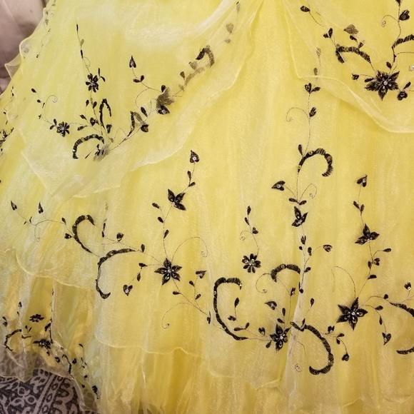 bright yellow quinceanera dress,ruffled layers quinceanera dress,sweet 16 dress with embroidery,ruffled organza quinceanera dress,sweet 16 dress under 200,yellow quinceanera dress,