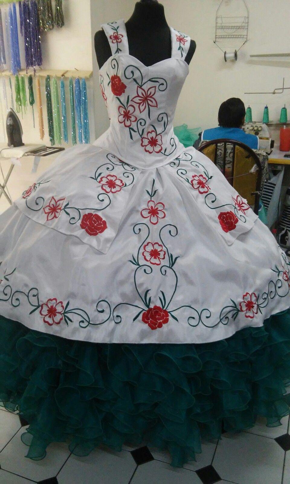 custom design quinceanera dress,custom make your quinceanera dress,white quinceanera dress,removable sleeves quinceanera dress,embroidery quinceanera dress,quinceanera dress wholesale suppliers,inexpensive quinceanera dress,floral embroidery quinceanera dress,chinese quinceanera dress factory,