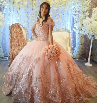 Elgant Blush Sparkly Squined Off Shoulder Quinceanera Dress with Short Train