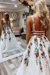Sexy Lace White Prom Dress V Neck Backless Floral Appliques Long Evening Dress