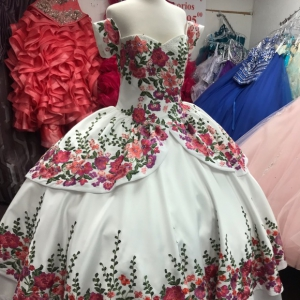 White Charro Style Detachable Short Sleeves Quinceanera Dress with Floral Embroidery
